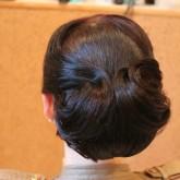 Элегантная прическа на средние волосы 3