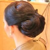 Элегантная прическа на средние волосы 4