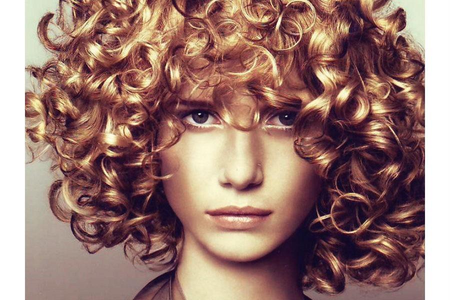 Преимущество химической завивки волос