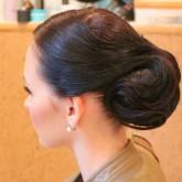 Элегантная прическа на средние волосы 2