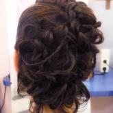 Прическа с плетением из разнокалиберных кос 2