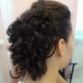 Прическа с плетением из разнокалиберных кос