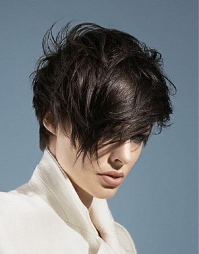 Стильная стрижка на короткие волосы с не менее стильной укладкой