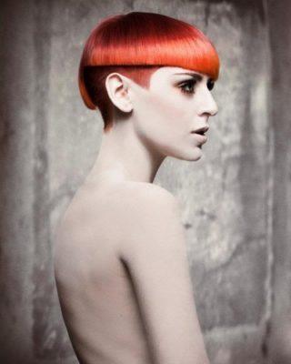 Четкие линии стрижки, ярко-рыжый цвет...очень смело