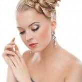 Антуражная вечерняя прическа - цветок из кос