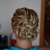 Фото аккуратной прически на светлые волосы. Вид сзади.