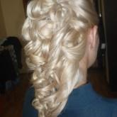 Фото прически на светлых волосах из локонов. Вид сзади.