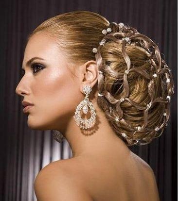 Фото с сетью из волос. Вид сбоку.