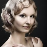 Фото волнистого каре на светлы волосах. Вид спереди.