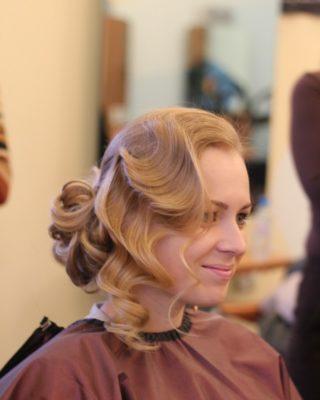 Свадебная прическа с собранными волосами вид сбоку спереди