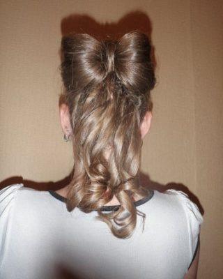 Бант из волос на локонах из длинных волос
