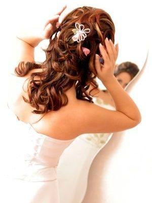 Фото свадебной прически с аксессуарами. Вид сзади.