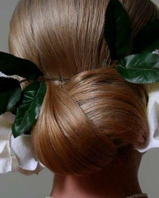 Фото свадебной прически с украшениями. Вид сзади.