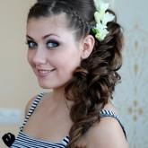Фото свадебной прически на темных волосах с косами и локонами