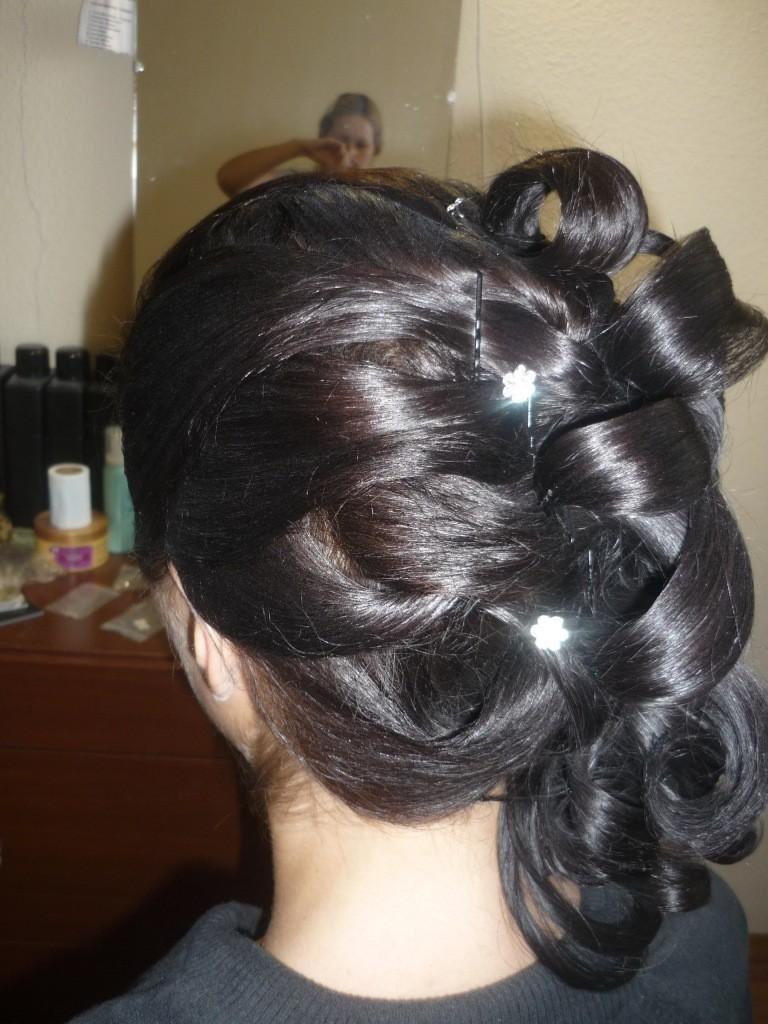 Фото свадебной прически из темных волос, вид сзади.