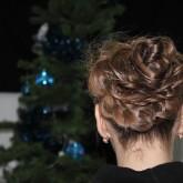 Вечерняя модификация высокой прически с косами разного размера