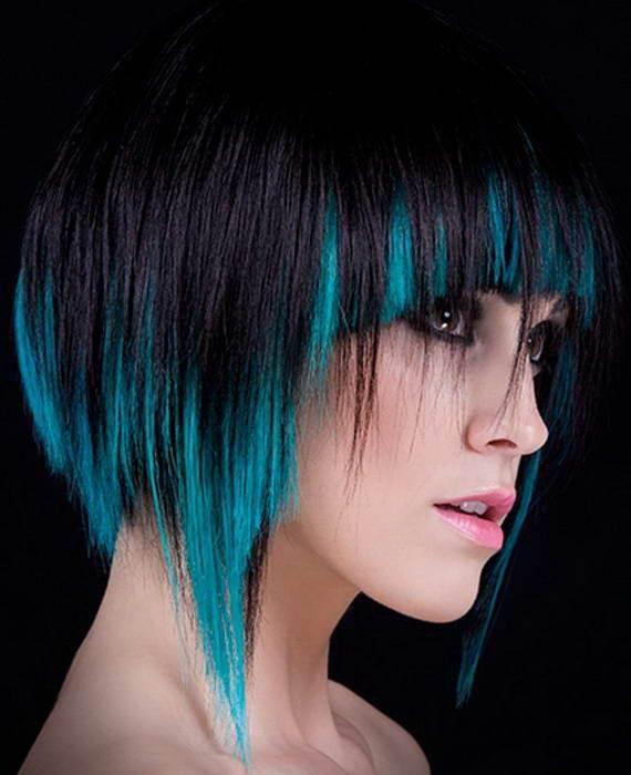 Фото креативного каре с синим цветом. Вид сбоку.