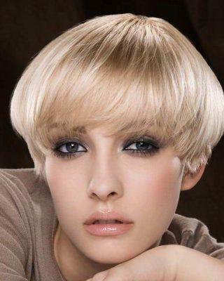 Фото стрижки боб на светлых волосах.