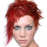 Фото асимметрии с яркими волосами. Вид спереди.