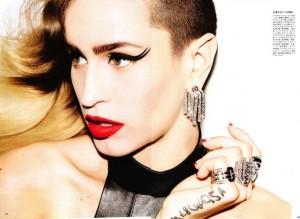 Фото Элис Делал с ярким макияжем, смелой прической с выбритым виском