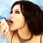 Даже с короткой стрижкой Джоли выглядит очень сексуально