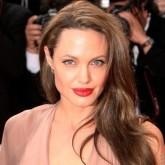 Распущенные волосы набок частый гость на голове актриссы