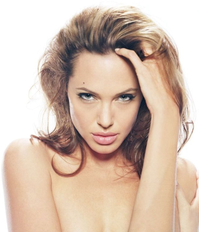 Прически и стрижки Анджелина Джоли