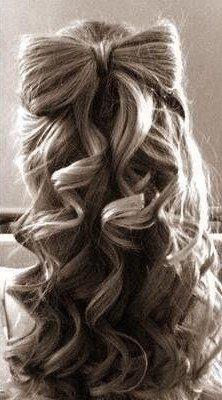 Фото банта из волос. Вид сзади.