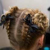 Фото двух кос и рогаликов. Вид сзади.