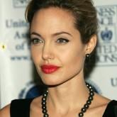 Ретро стиль очень идет Джоли