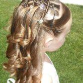 Фото приески с косами и жгутами. Вид сбоку.