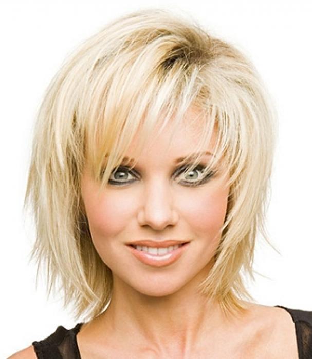 Стрижки на тонкие волосы средней длины для овального лица
