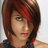 Ярко колорирование выигрышно сочетается с темными волосами