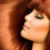 Ярко-рыжие волосы выглядят гладкими и ухоженными