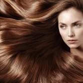 Изящный вихрь блестящих шоколадных волос