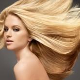 Пышные волосы блонд выглядят безупречно