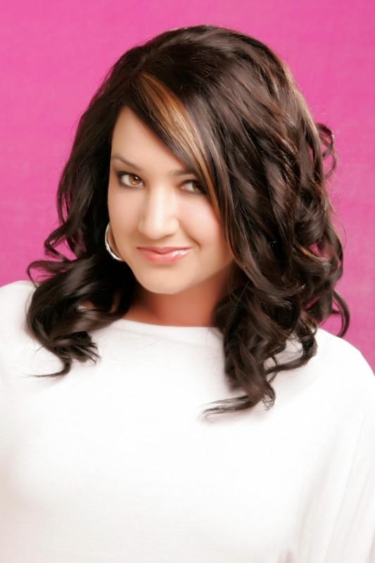 Прически для полных женщин на средние волосы фото