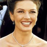Высокая прическа неизменно украшает актрису на важных меропртиятиях