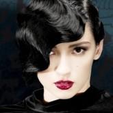 Гладкие волны велколепно смотрятся на блестящих темных волосах