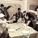 Тематическая вечеринка не обойдется без гангстеров