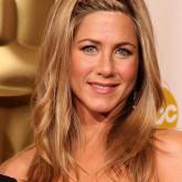 Голливудские звезды также предпочитают плести косу из челки