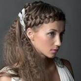Волнистый хвост вкупе с изящной греческой косой