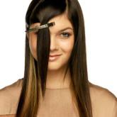 Очень важно отделить челку от основной массы волос