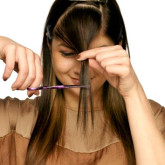 Зажимы для волос помогут качественно подстричь челку