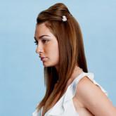 Свадебная прическа с красиво уложенными прямыми волосами