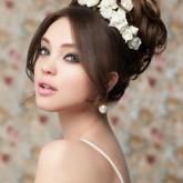 Романтичный вариант бабетты с цветами на свадьбу