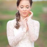 Просто и скромно и уложенные волосы на свадьбу