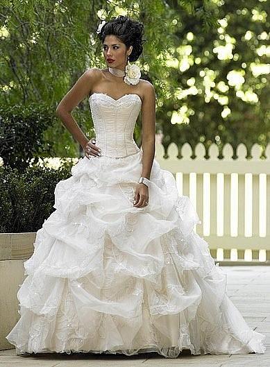 Пышное платье боком
