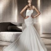 Элегантная высокая прическа для платья русалки