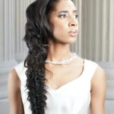 Изящная двойная коса - достойный элемент свадебного образа